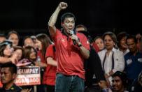 """Rodrigo Duterte - nowy prezydent Filipin. Wyzywa� papie�a od """"skur..."""", �artowa�, �e nie za�apa� si� na udzia� w zbiorowym gwa�cie, a kolejne kontrowersje tylko nap�dza�y go w wy�cigu po w�adz�"""