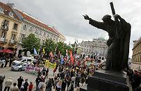 """Marsze dla �ycia i Rodziny w 140 polskich miastach. W Warszawie zgromadzi�o si� 1000 os�b. """"Ka�de �ycie jest bezcenne"""""""