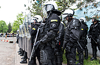 �mier� i zamieszki po interwencji policji