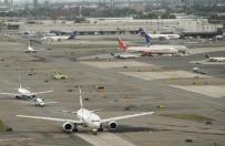 Alarm bombowy na lotnisku Newark. Po anonimowym zg�oszeniu policja sprawdzi�a samolot