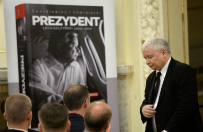 """Premiera ksi��ki """"Prezydent Lech Kaczy�ski 2005-2010"""". Jaros�aw Kaczy�ski: bardzo ci�ko jest pisa� biografi� kogo�, kto odszed� tak niedawno"""