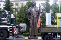 Przywiezienie do Poznania figury Jezusa kosztowa�o Ministerstwo Obrony Narodowej 43 tys. z�