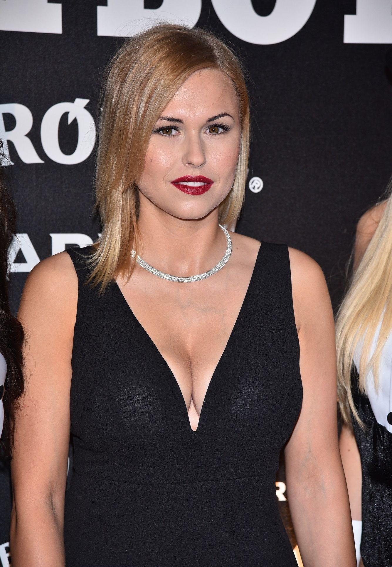 Celebrity: Kate Upton Bikini Photos