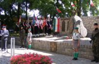 Pod pomnikiem poleg�ych podczas Pozna�skiego Czerwca'56 jednak uhonorowano ofiary katastrofy smole�skiej