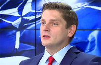 """Bartosz Kownacki: nie mówmy w ten sposób o """"wyjazdach premier na weekend"""". Posłowie korzystają z przejazdów nieodpłatnie"""