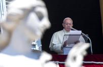 Watykan: papie� zacz�� letni wypoczynek od silnego przezi�bienia