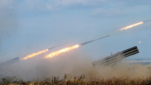 Rosyjska wyrzutnia pocisków rakietowych Uragan w czasie �wicze�