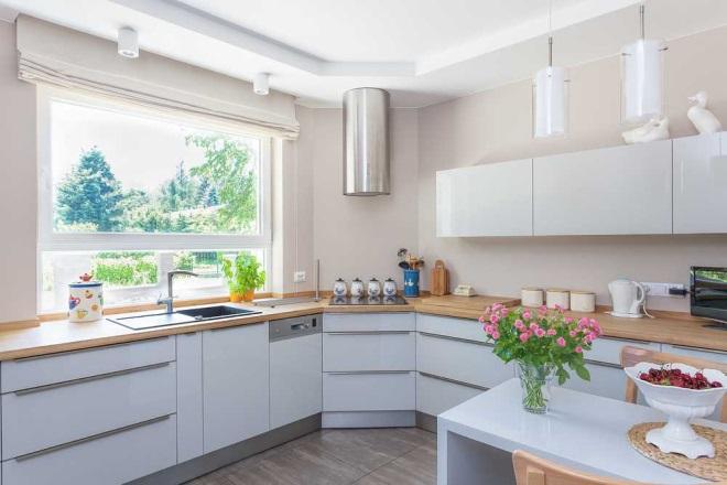 Projekt kuchni  z zabudową w kształcie U czy L?  WP Dom -> Zabudowa Kuchni Z Niskim Oknem