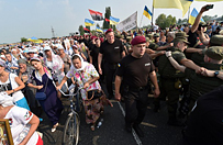 Zaostrzone �rodki bezpiecze�stwa na Ukrainie. Marsz prawos�awnych zbli�a si� do Kijowa
