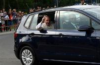 Ma�a dziewczynka trafi�a do papieskiego samochodu. Papie� j� pob�ogos�awi�