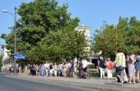 Po darmowe bilety na spektakle teatru Krystyny Jandy trzeba sta� w kolejce nawet kilka godzin