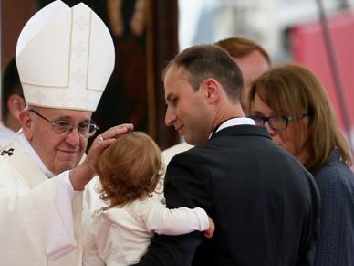 Papie� do Polak�w: niech Maryja zaszczepi pragnienie wyj�cia ponad krzywdy i rany przesz�o�ci