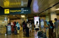 Po 10 dniach czekania na dziewczyn� na lotnisku trafi� do szpitala