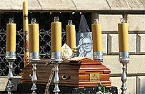 Kard. Franciszek Macharski spocz�� w krypcie Katedry na Wawelu