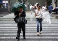 Tajfun Mindulle zaatakował wschodnią Japonię. Odwołano setki lotów