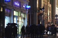W Moskwie napastnik z �adunkiem wybuchowym zabarykadowa� si� w banku. Grozi� detonacj�, po negocjacjach odda� si� w r�ce policji