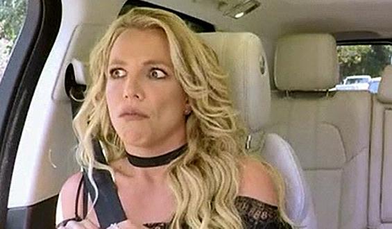 Britney Spears śpiewa w samochodzie