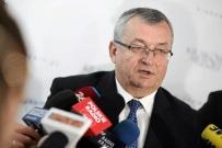 J. Kaczyński żądał od ministra uzupełnienia wykształcenia. Teraz poseł PO chce jego pracy magisterskiej