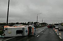 Wypadek karetki w Radomiu. Sprawca uciek� z miejsca zdarzenia