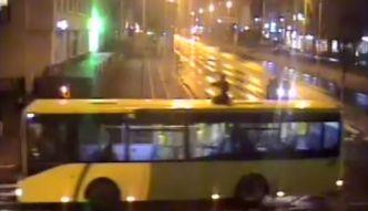 #dziejesiewmoto: Przejażdżka na dachu autobusu