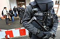 Wyj�a n� i zaatakowa�a policjanta. Nastoletnia terrorystka przed s�dem
