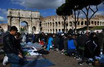 Protest muzułmanów w Rzymie: modlili się przed Koloseum