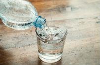 Prokuratura: w butelce wody znajdował się płyn do utwardzania żywic