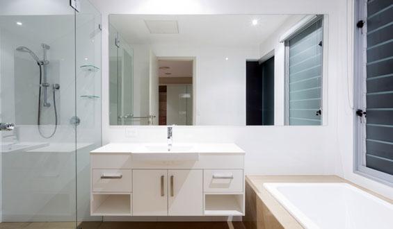 Jak ozdobić mieszkanie lustrami?