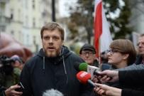 Partia Razem w Przemy�lu nie mog�a wywiesi� plakat�w przed spotkaniem z Adrianem Zandbergiem