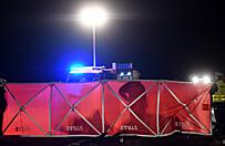 Tragiczny wypadek na obwodnicy �wiecia w Kujawsko-Pomorskiem. BMW zderzy�o si� z ci�ar�wk�. Nie �yj� kobieta i dwoje dzieci