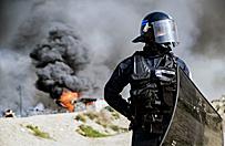 """Po podpaleniach i likwidacji obozu migranci pr�buj� wr�ci� do """"d�ungli"""" pod Calais"""