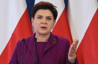 """Rok rządów PiS. """"#DobryRok"""" czy """"#CzarnyRok""""? Burzliwa wymiana zdań na Twitterze między PO a MSWiA"""