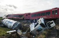Holandia: zderzenie pociągu z cysterną z mlekiem. Kilkadziesiąt osób rannych