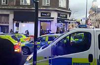 30 uczniów brutalnie pobiło policjantów w Londynie. Zatrzymano 15-latka, mocny apel do świadków ataku