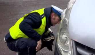 W Łodzi policjanci sprawdzali, czy kierowcy założyli zimowe opony