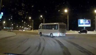 #dziejesiewmoto: driftowanie autobusem po rondzie
