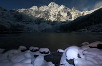 80 osób utknęło na drodze z Morskiego Oka. Akcja służb w Tatrach