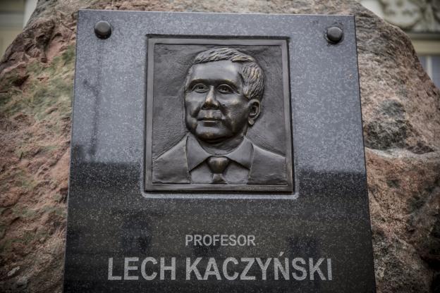 Jak będą wyglądały pomniki na Krakowskim Przedmieściu? Te które już powstały, nie wróżą dobrze