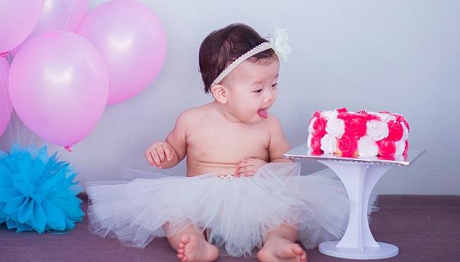 Rozszerzanie diety rocznego niemowlęcia – poznaj listę produktów, których nie należy podawać maluchowi