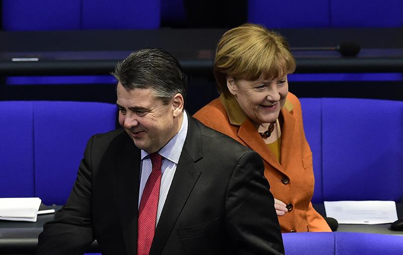 Szef niemieckiej dyplomacji Sigmar Gabriel i kanclerz Angela Merkel.