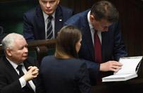 """""""Mam dla pana prezent"""". Agnieszka Pomaska sprezentowała Jarosławowi Kaczyńskiemu książkę o życiu drzew"""
