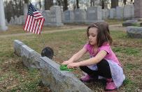 USA: muzułmanie wsparli naprawę zdewastowanego cmentarza żydowskiego