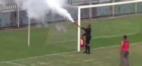 #dziejesiewsporcie: niecodzienna sytuacja na meczu. Arbiter złapał za gaśnicę