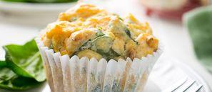 Muffiny nie tylko na słodko. Proponujemy z serem, pomidorami i bazylią