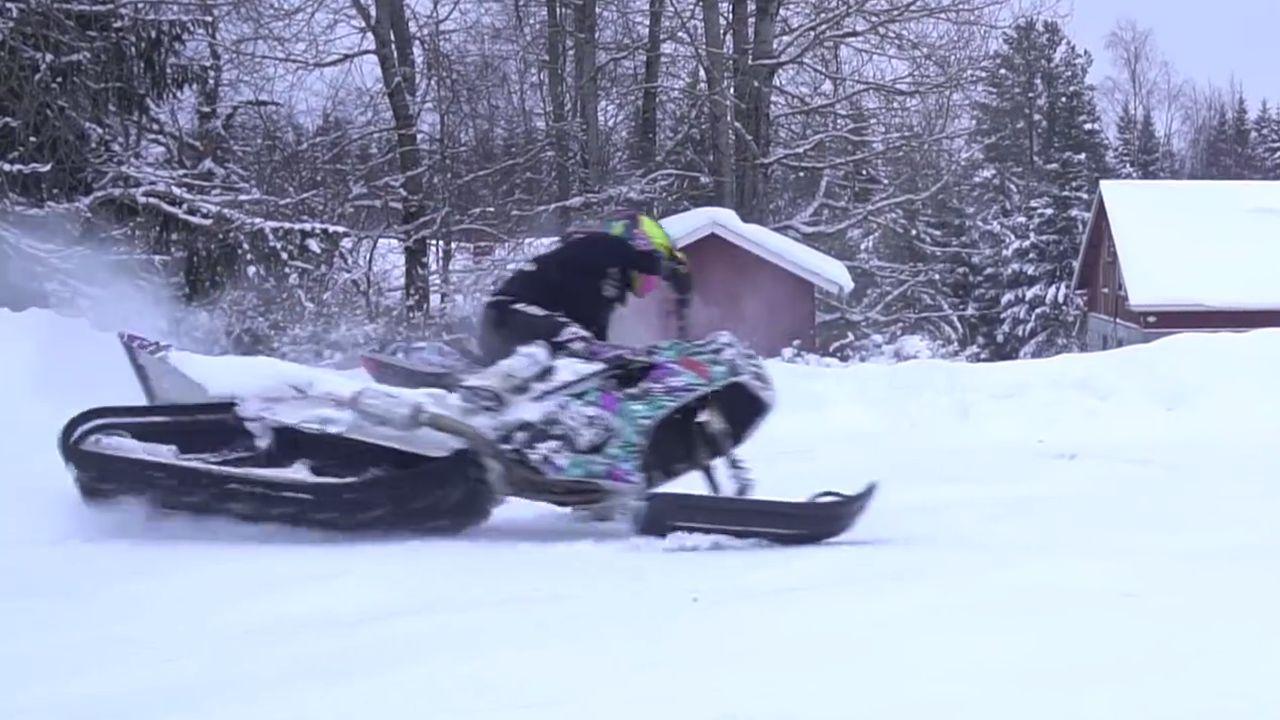 Skrzyżowanie motocykla z czołgiem. 170-konna bestia idealna na śnieg
