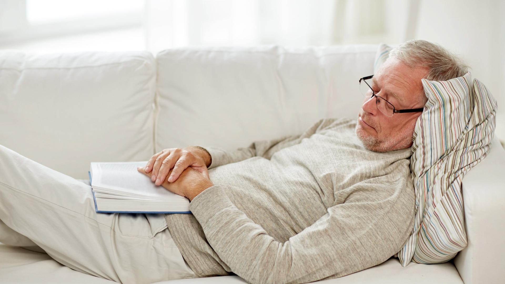 Drzemki w ciągu dnia objawem choroby Alzheimera?
