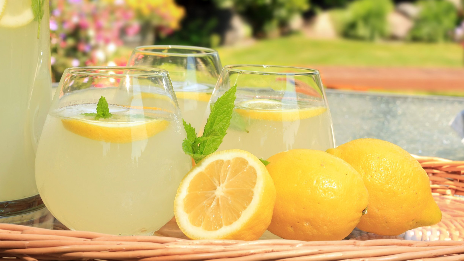 Naturalny spalacz tłuszczu, napój na płaski brzuch.
