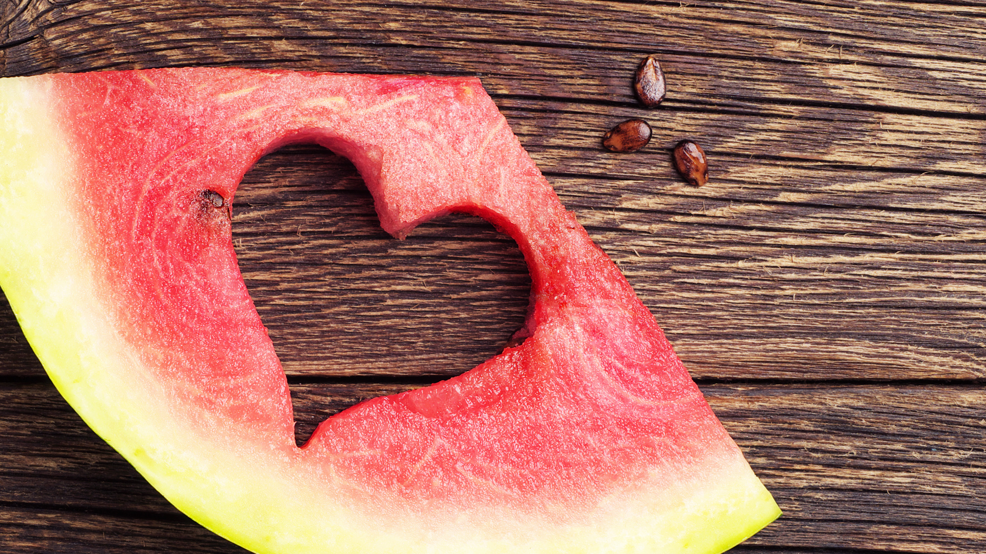 Pestki z arbuza – warto je jeść? Potwierdzono naukowo