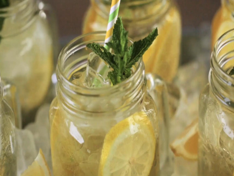 Niezwykłe właściwości wody z cytryną i cynamonem