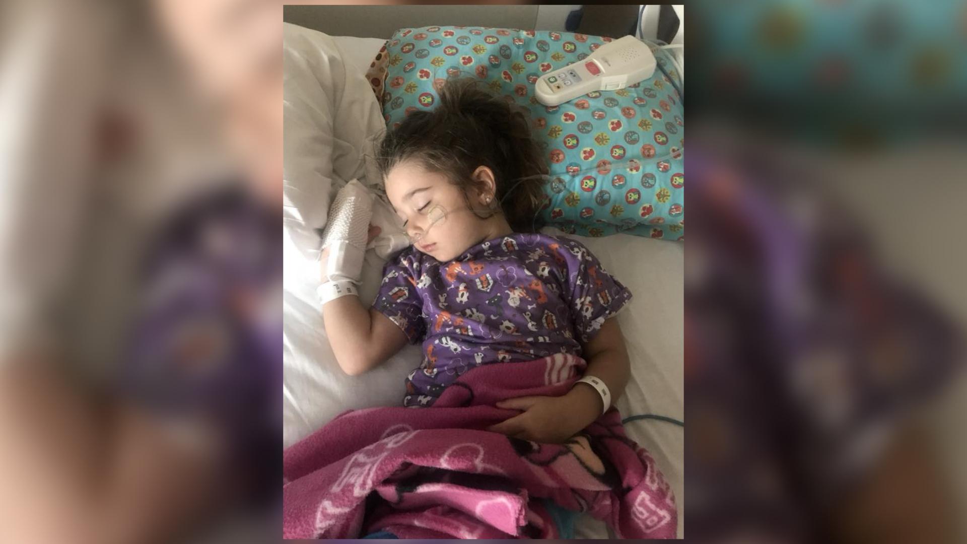 4-latka prawie zmarła. Wcześniej bawiła się w basenie